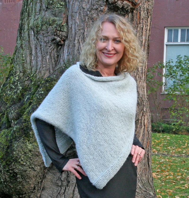 Helenes poncho sktrikket - Happy Knitting